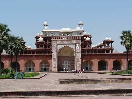 Akbar's tomb | by varunshiv