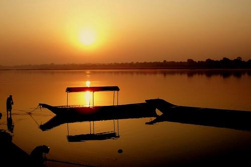 morning sun india sunrise river holy mp narmada madhyapradesh lopamudra maheswar fineartphotos diamondclassphotographer flickrdiamond betterthangood explorewinnersoftheworld