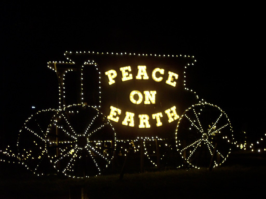 Overlys Christmas Lights.Peace On Earth At Overly S Country Christmas In Greensburg