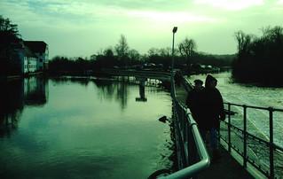 Book 1 Walk 1 Henley-on-Thames (round) Weir are we? Hambledon Lock. D.Allen Vivitar 5199mp