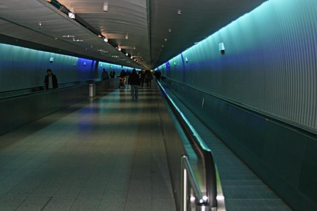 Endless Tunnel Frankfurt Flughafen