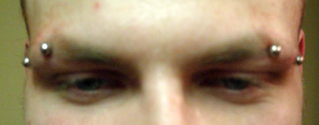 Double horizontal eyebrows