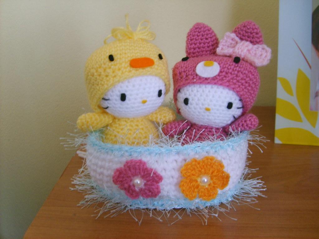 Crochet Chicken Hello Kitty & Rabbit Hello Kitty amigurumi… | Flickr | 768x1024