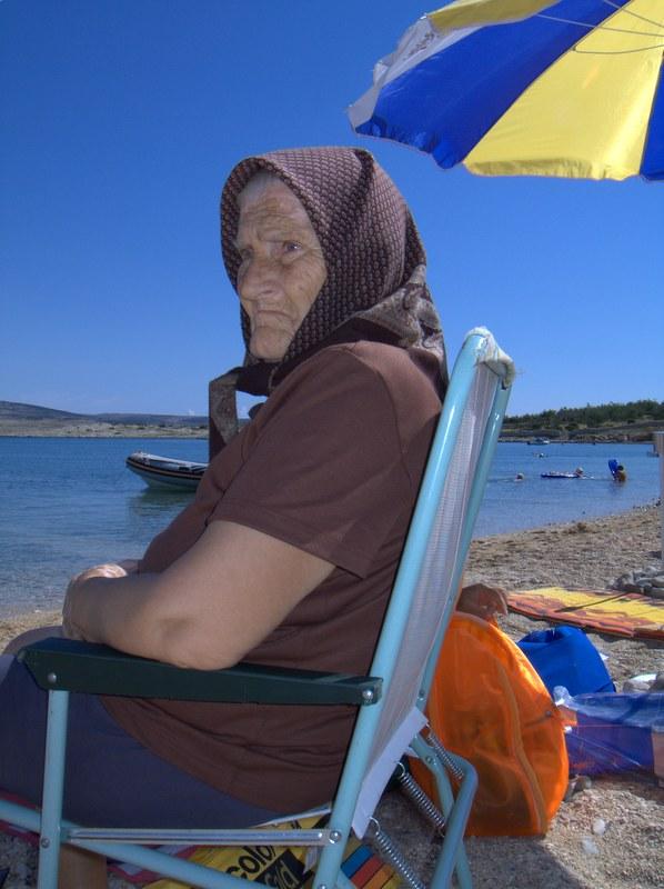 On beach granny Goldie Hawn,
