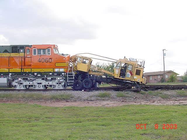 BNSF 4060 vs. Little Giant crane