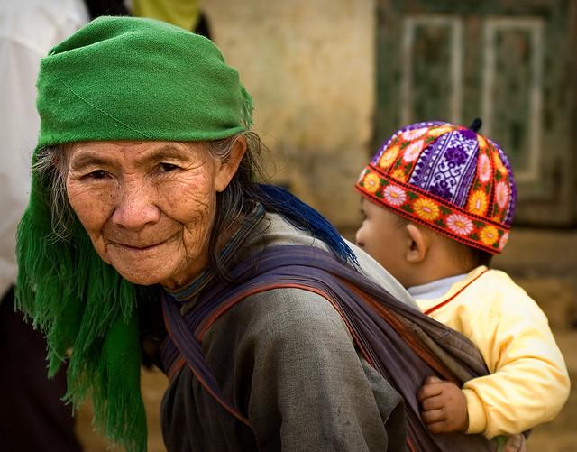 Anciana Hmong-sapa