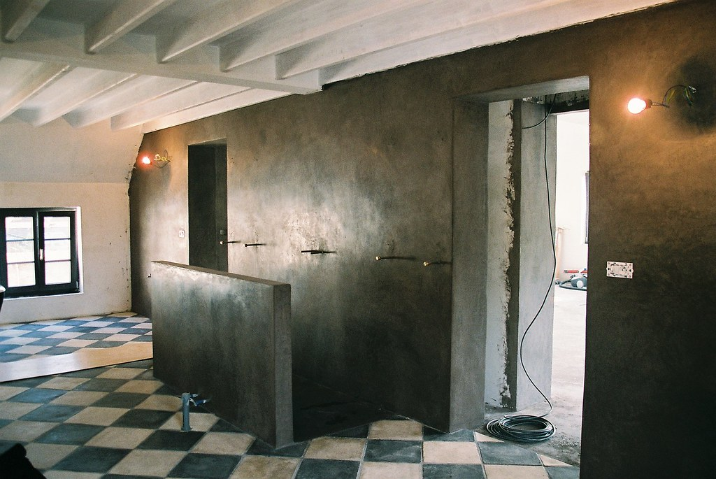 Salle de bain en tadelakt | mur, sol et paroi de douche en t ...