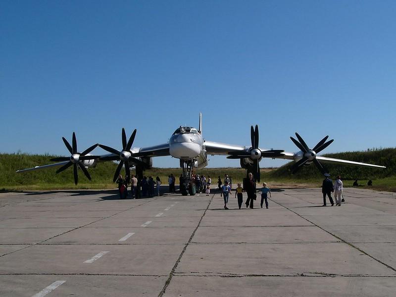 Tupolev Tu-95 katsoo Karhu 2