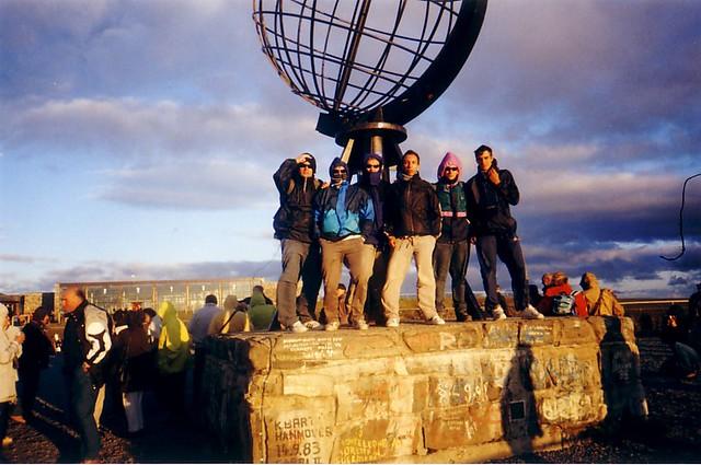 Con mis amigos del barrio en Cabo Norte (Noruega)