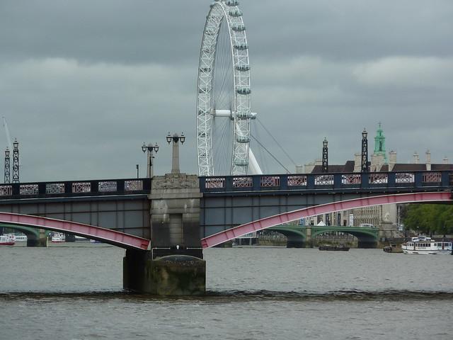 lambeth bridge & london eye desaturated by cloudy skies