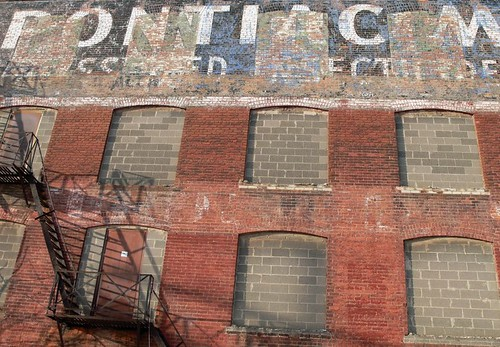 plant building brick cars gm michigan painted january automotive historic warehouse faded pontiac fading pontiacmills 2008 ghostsign generalmotors 1899 sgwarehouse pontiacspringandwagon