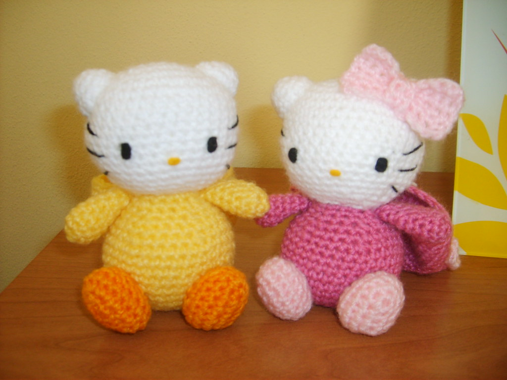 Big Hello Kitty Amigurumi Free Pattern | Hello kitty crochet ... | 768x1024