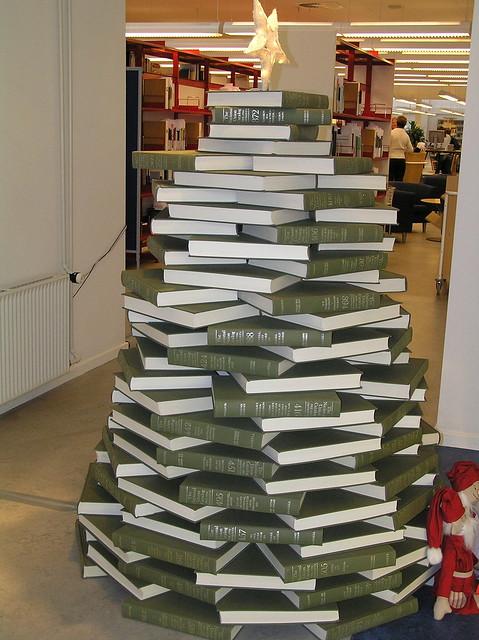 Library christmas tree 2006