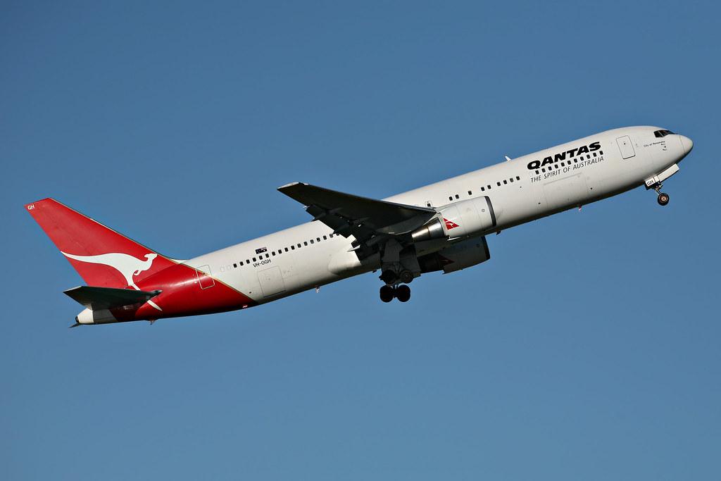 Image: Qantas Boeing 767-338ER Climbing