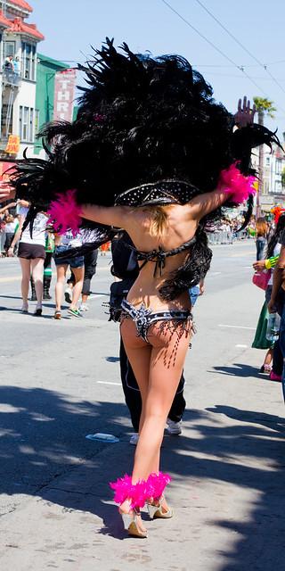 Carnaval SF 2011: samba sashay