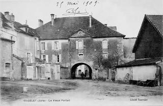 La porte du bourg de Merlia à Orgelet