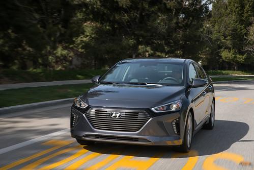 2017 Hyundai Ioniq Hybrid (112)
