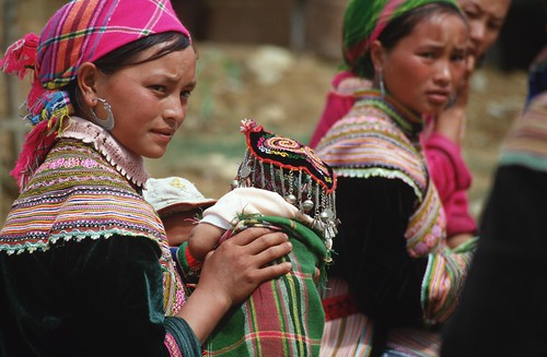 Flower Hmong women, Bac Ha market, Vietnam   by World Bank Photo Collection