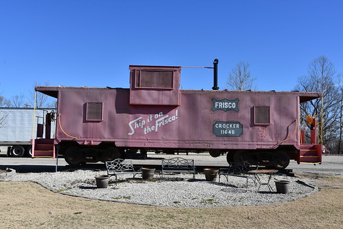 2017 crockermo crockermissouri pulaskicounty normaleasfriscopark friscopark caboose frisco red railroad train disused 11648 crocker