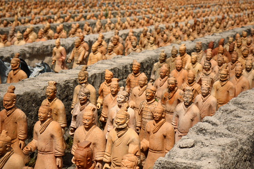 china statue museum texas katy outdoor tomb statues replica terracottawarriors rows warrior warriors forbiddengardens guardians qindynasty replicas canonefs1755mmf28isusm 13scale firstemperorofchina discoveredin1974