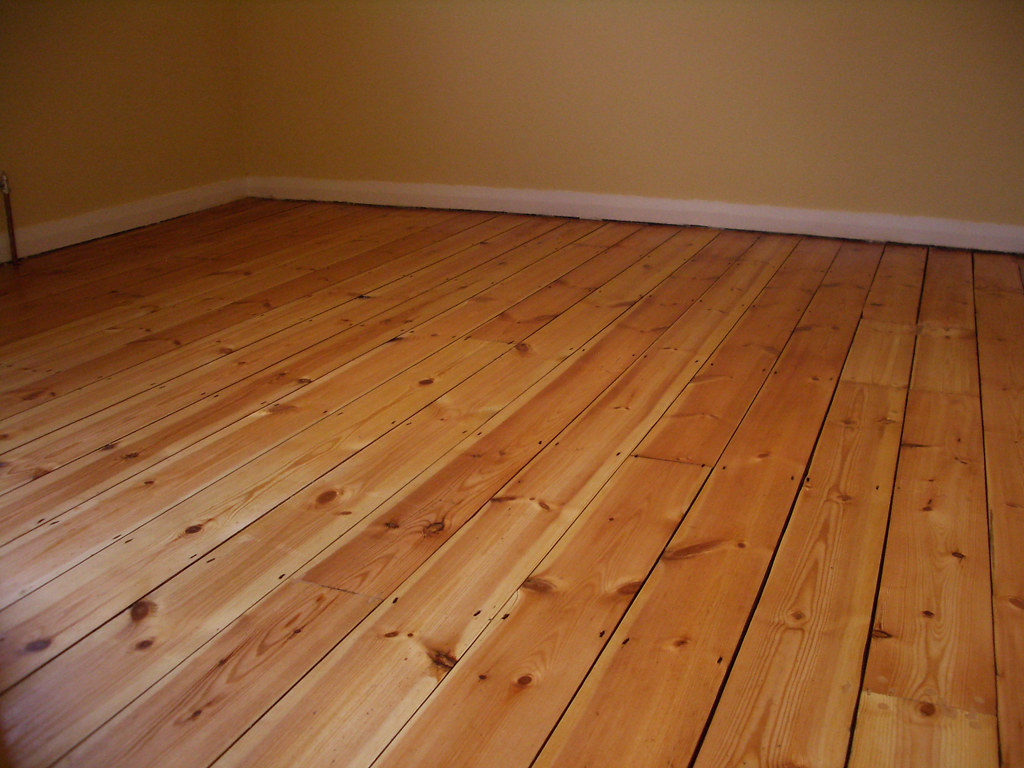 Bedroom Floorboards Finished Floorboards They Look Great Sarahthorpe Flickr