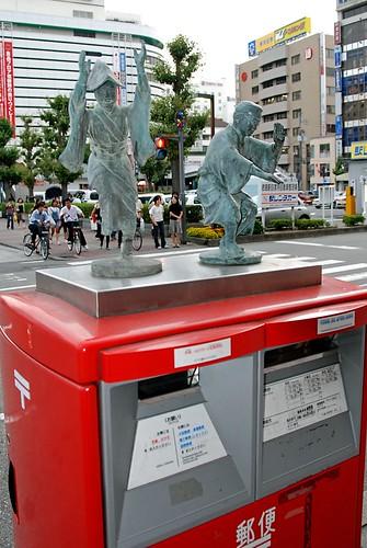 徳島駅前の郵便ポスト   by naitokz