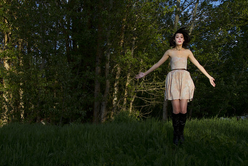 sunset portrait woman washington spokane dress brunette magichour greenbluff