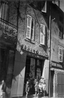 Mercerie dans la rue du faubourg de l'Orme à Orgelet