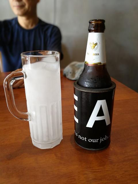 <p>冷たいsinghaビール小瓶80バーツ</p>
