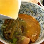 那覇市真嘉比「三竹寿」の「つけめん」 三竹寿  余った濃厚スープを「スープ割り(無料)」で割っていただく。