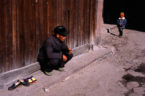 china street old man film face 50mm child slide f18 中國 nikonf80 jiangxi 江西 shidu 2008dec 十都