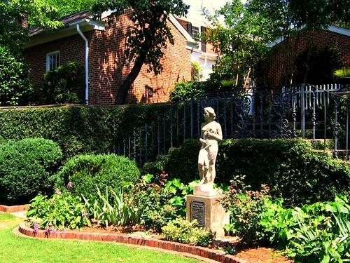 georgia athens statuary formalgardens boxwoods thefoundersgardenuniversityofgeorgia