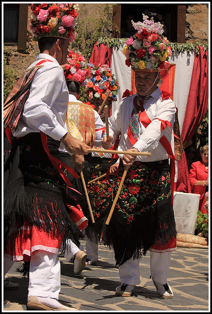 JMF117326 - Danza de paloteo en la plaza