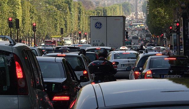 Trafic sur les Champs Elysées | Jean-François Gornet | Flickr