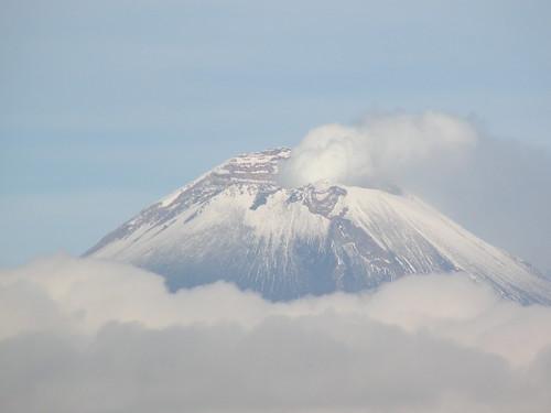 P8200436 Volcan Popocatepetl Vista Calzada Zavaleta, Puebla,.Puebla. Mexico por LAE Manuel Vela