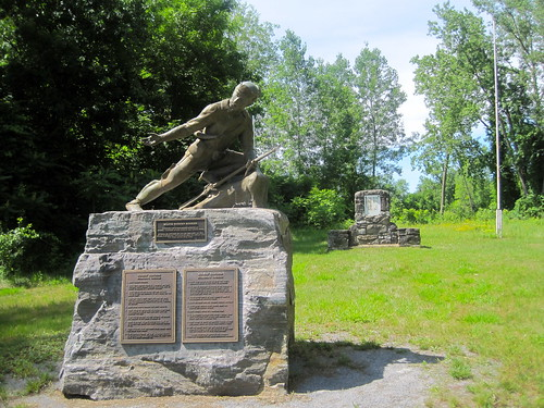 Robert Rogers statue foregrounding Rogers Island plaque. | by MTBradley