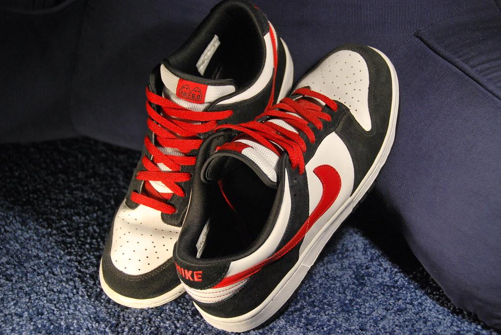 black red white nike dunks