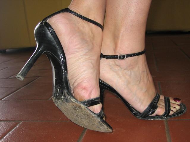 тёти фут фемдом грязные туфли фото это может