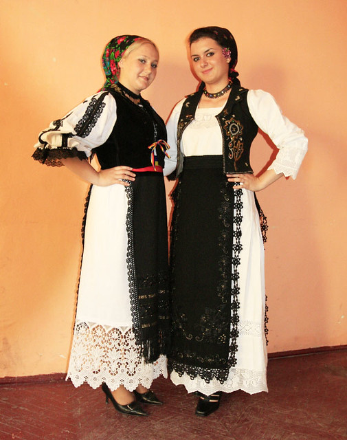 e0b5a5409 Traditional Romanian folk wear from Transylvania | Left: fol… | Flickr