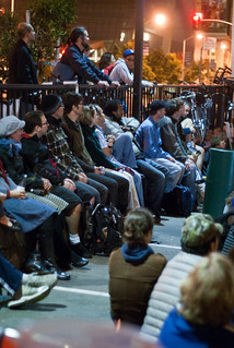 08659 Packed seating along the 7th St. railing | by sfbike