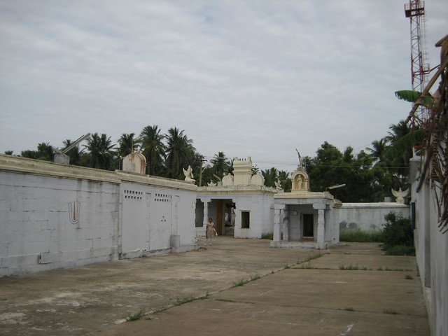 Andal Shrine and the Entrance