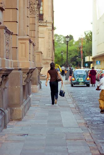 street urban vw sedan volkswagen mexico calle mujer chica colonial perspective perspectiva alameda cantera vocho robado