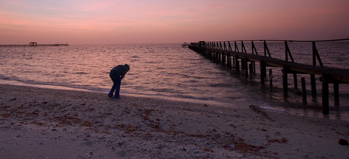 ocean water seashells geotagged pier sand girlfriend texas sony sigma 1020 rockport brandonwatts a700 geo:lat=28098294 geo:lon=97029861