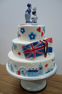 London skyline wedding cake | by CAKE Amsterdam - Cakes by ZOBOT