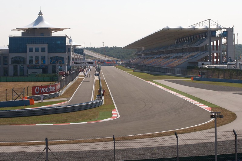 Pit lane and main straight at Istanbul Park