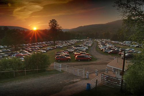 sunset mountains parking lot can penn speedway
