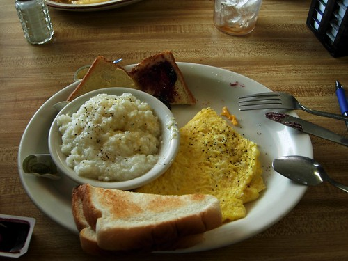 breakfast eggs omelette cheese toast grits butter jelly grape table tisch cuiller couteau messer va virginia fancygap spoon camera food eat hot scene white view yellow biology bright delicious fresh kitchen love morning outofafghanistan nikon southern cook protein blanco amarillo