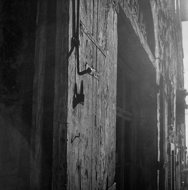 old wooden door, hardware, entranceway, Via Guelfa, Cortona, Tuscany, Italy, Rolleicord, Fomapan 200, Moersch Eco Film Developer, early November 2016_