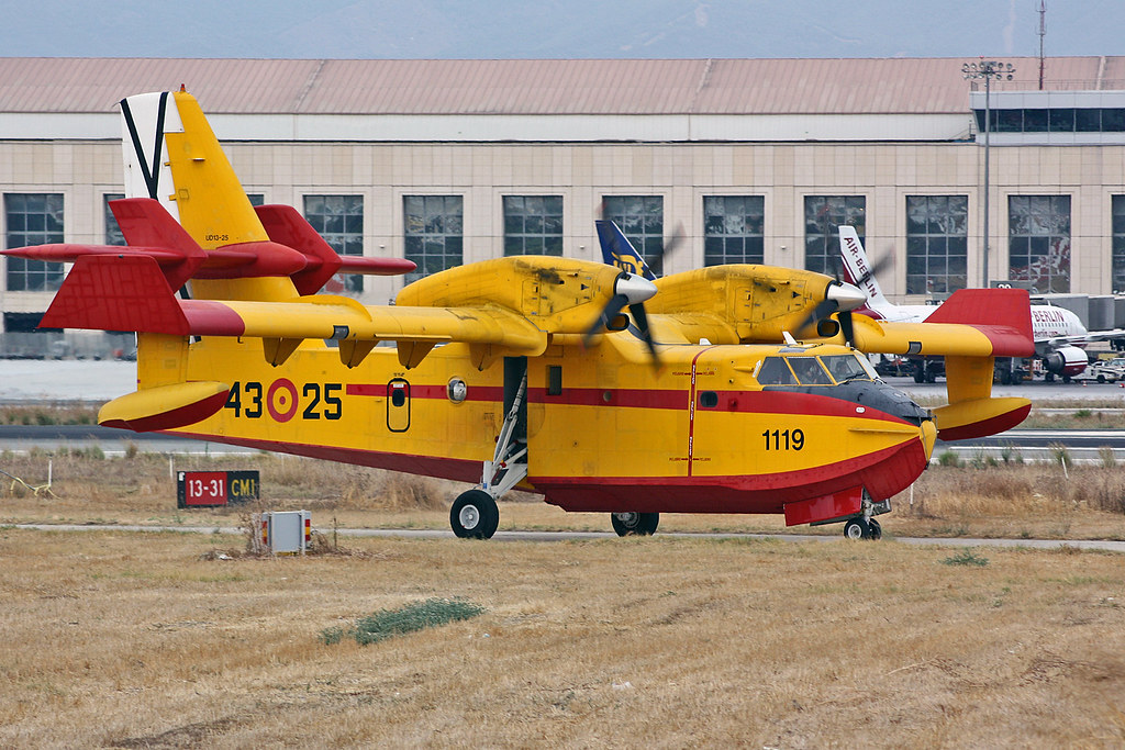 43.25 Canadair CL-215-6B11 CL-215T Spanish Air Force AGP 11-09-09