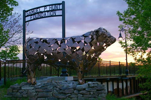 bridge sunset statue metal manchester newhampshire pedestrian nh bull waymarking waypointing samuelphuntfoundation